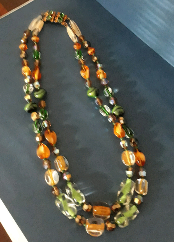 R350 vintage glass bead necklace