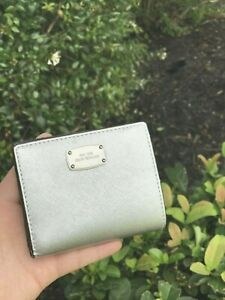 NWT-MICHAEL-KORS-GIFTABLES-FLAP-CARD-HOLDER-CASE-SMALL-WALLET-Silver