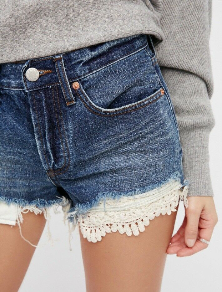 Free People OB585971 Daisy Chain Lace Denim Shorts Avery bluee Size 25  88 NWT