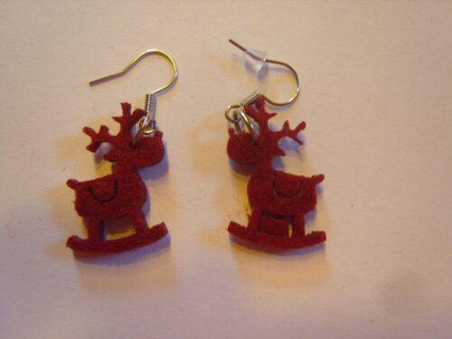 Ohrring mit dunkel rotem Rentieren aus Filz Schaukelrentier 2611