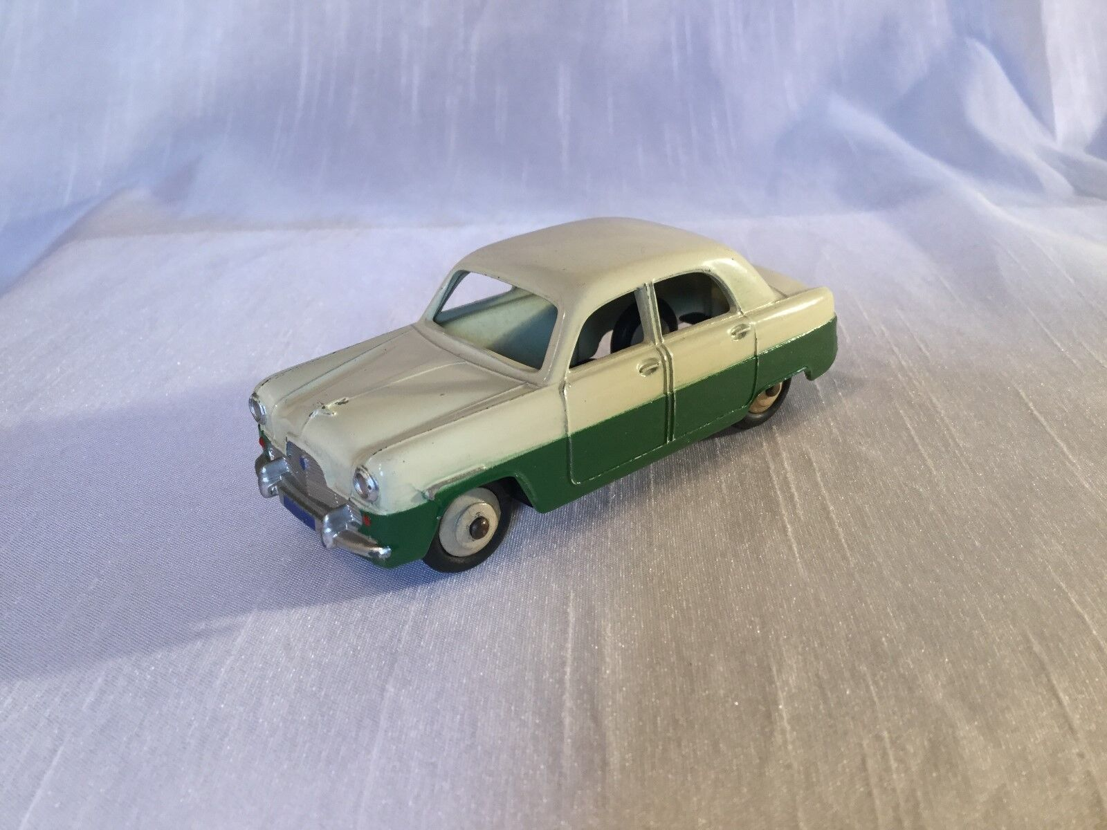 DINKY TOYS No 162 Ford Zephyr deux tons