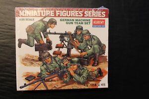 1-35-Academy-Miniature-Figures-Series-German-Machine-Gun-Team-New-in-Box-1379