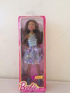 Barbie-doll-Nikki-Fashionistas-Mattel-Barbie-and-Friends-BGY20-New-in-Box