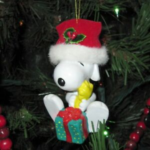 Kurt-S-Adler-Snoopy-amp-Woodstock-w-Gift-Christmas-Ornament-Holiday-Santa-Hat