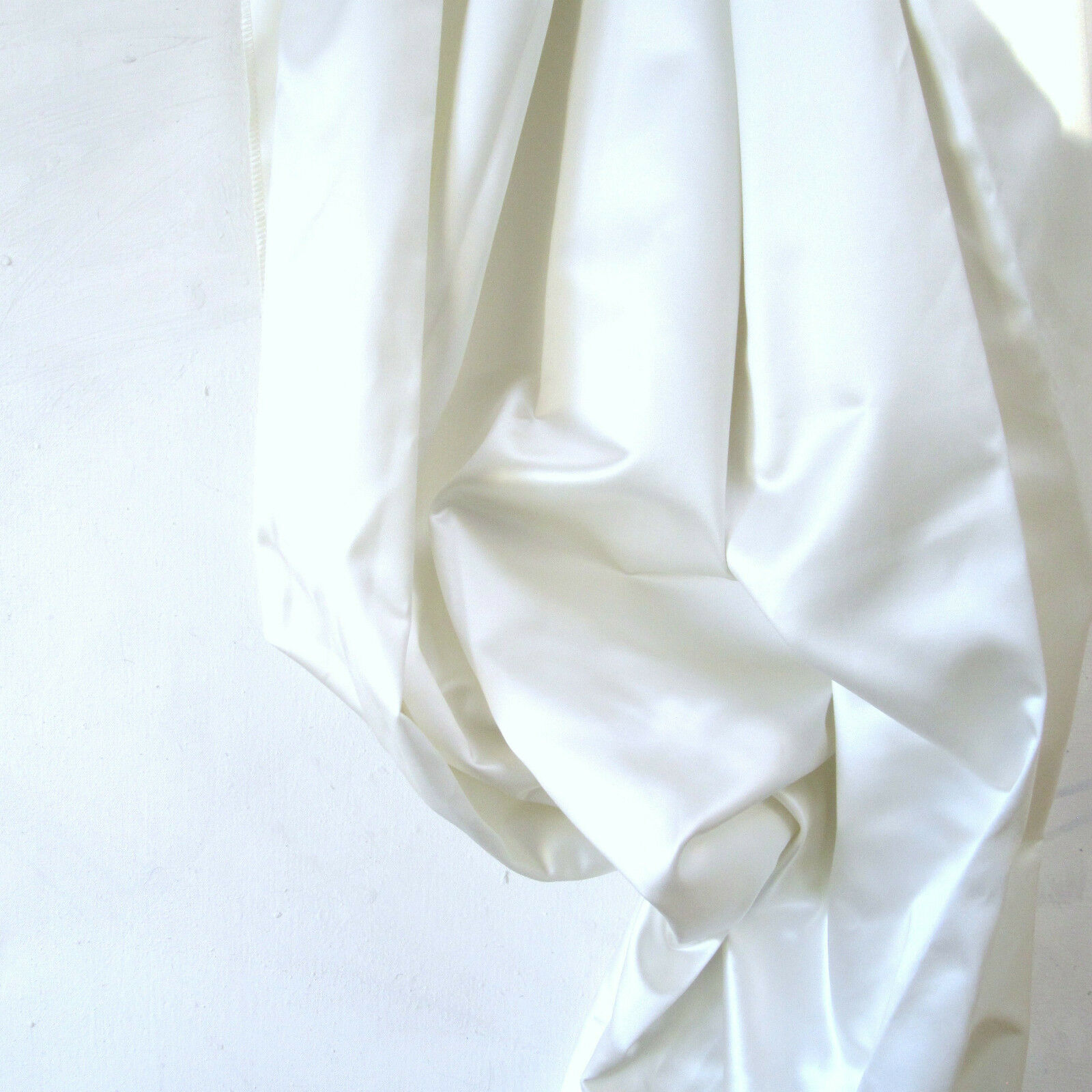 sustancia Design   Rhett  METERWARE sustancia Fabric tissu Woll blancoo satén brillo jab