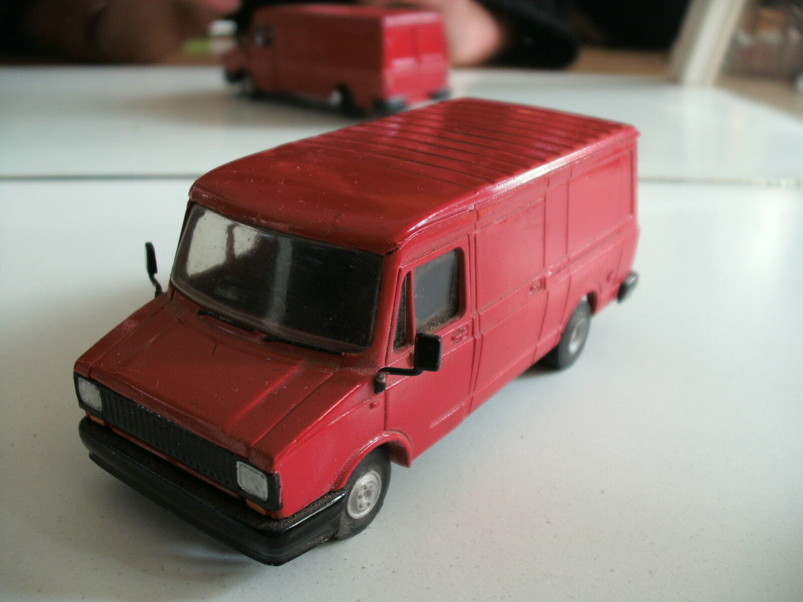 Hand  Built Model SMith Models Roxley Models Sherpa 300 in rouge  contre authentique