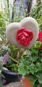 Steinguss-Herz-mit-Rosenbluete