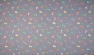 Baumwolle-Poplin-Druck-Quality-Textiles-Schmetterlinge-Grau-145-cm