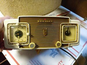 VINTAGE-ZENITH-CLOCK-RADIO-MODEL-L622-W-works-tested-alarm-needs-cleaning