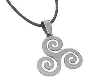 Lot-de-2-colliers-pendentif-Symbole-Triskel-Spirales-acier-poli-Cordon