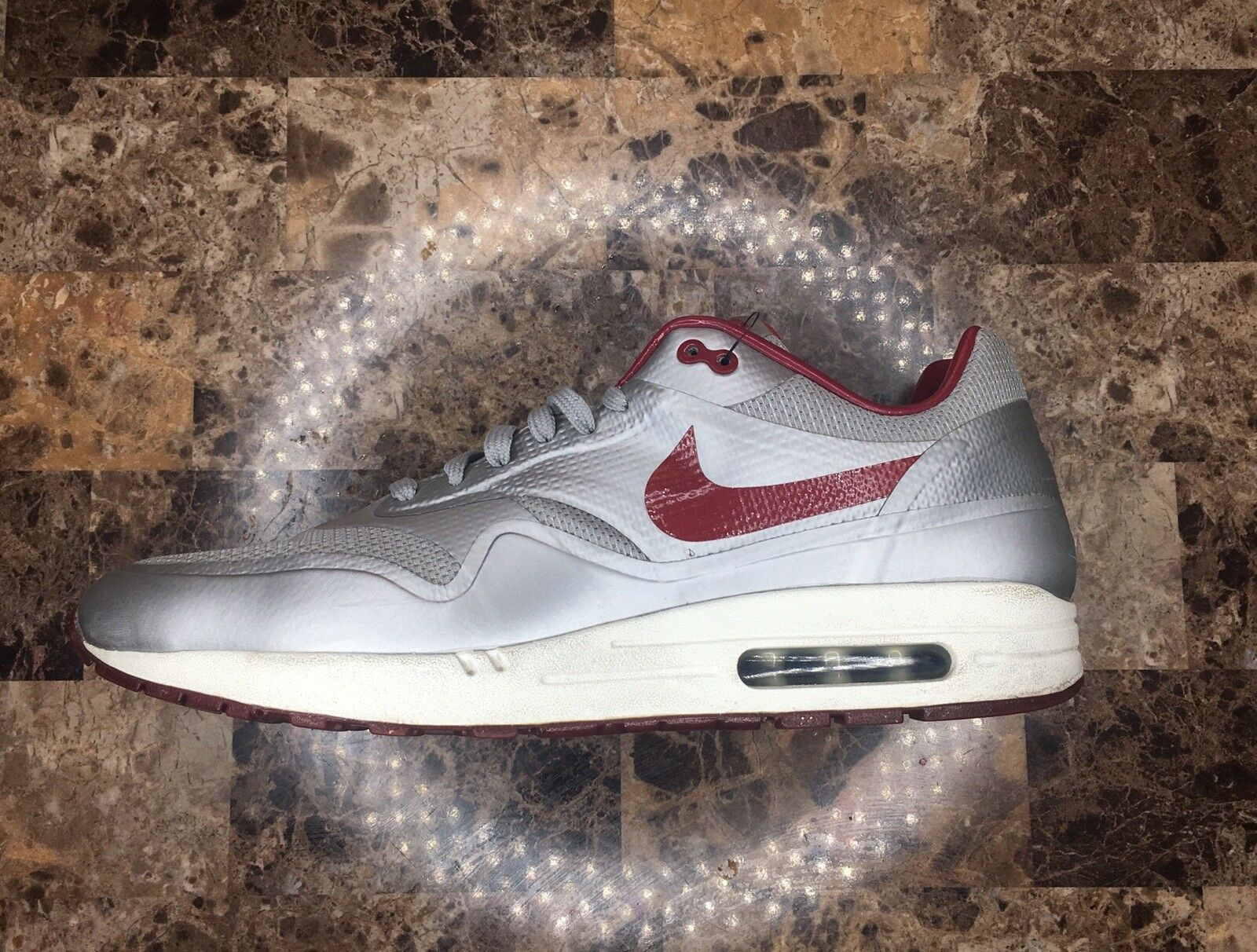 Nike Air Max 1 Hyperfuse Quickstrike Size 13 633087 006 (Silver   Deep Red)