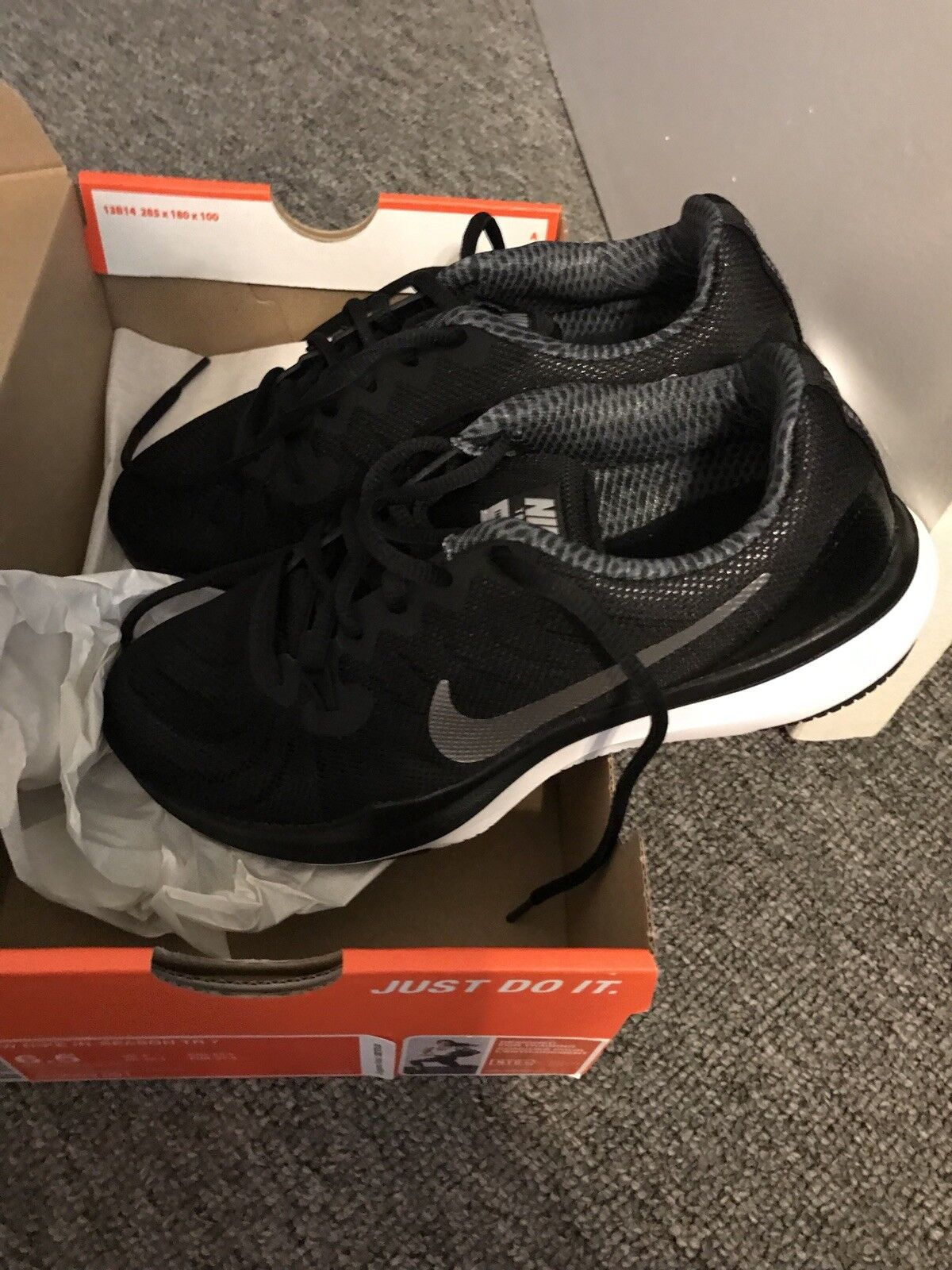 Women's Brand New Nike Air Sneakers 6.5