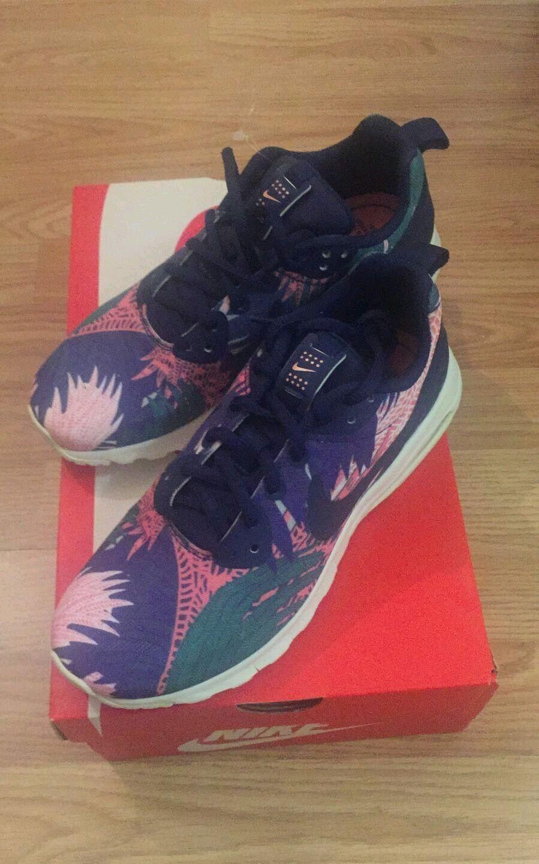 Para mujer Nike Air Max Motion rara Azul Floral Tela Zapatillas Tamaño 4 BNWB