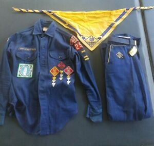 vintage CUB SCOUTS Uniform Shirt BSA made in USA Youth Large w//Patches badges