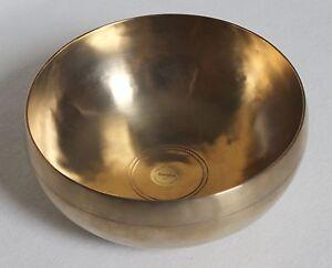 Peter-Hess-Klangschale-Sangha-Meditationsschale-Qualitaet-gold-ca-17cm-700g
