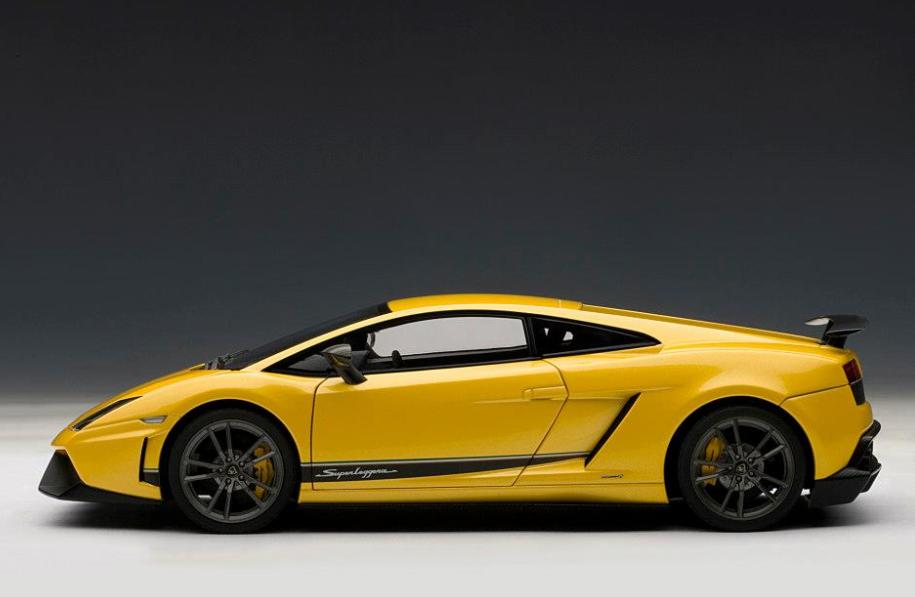 Noël, envoie de la joie Lamborghini Gallardo LP570-4 Superleggera giallo midas 74658 1/18 AutoArt | La Qualité