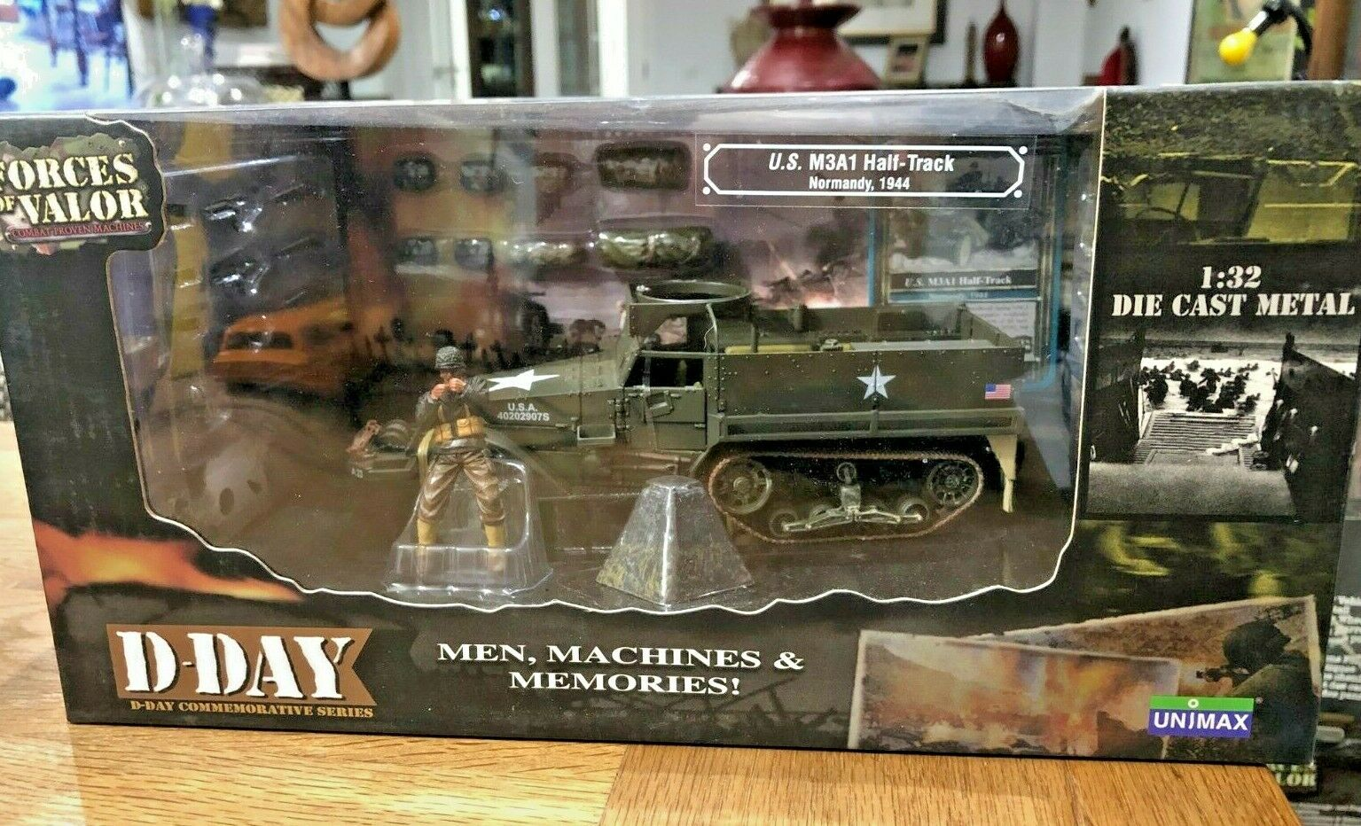 FORCES OF VALOR 1 32 - - - U.S. M3A1 HALF-TRACK -NORMANDY 1944  NEW 6b7
