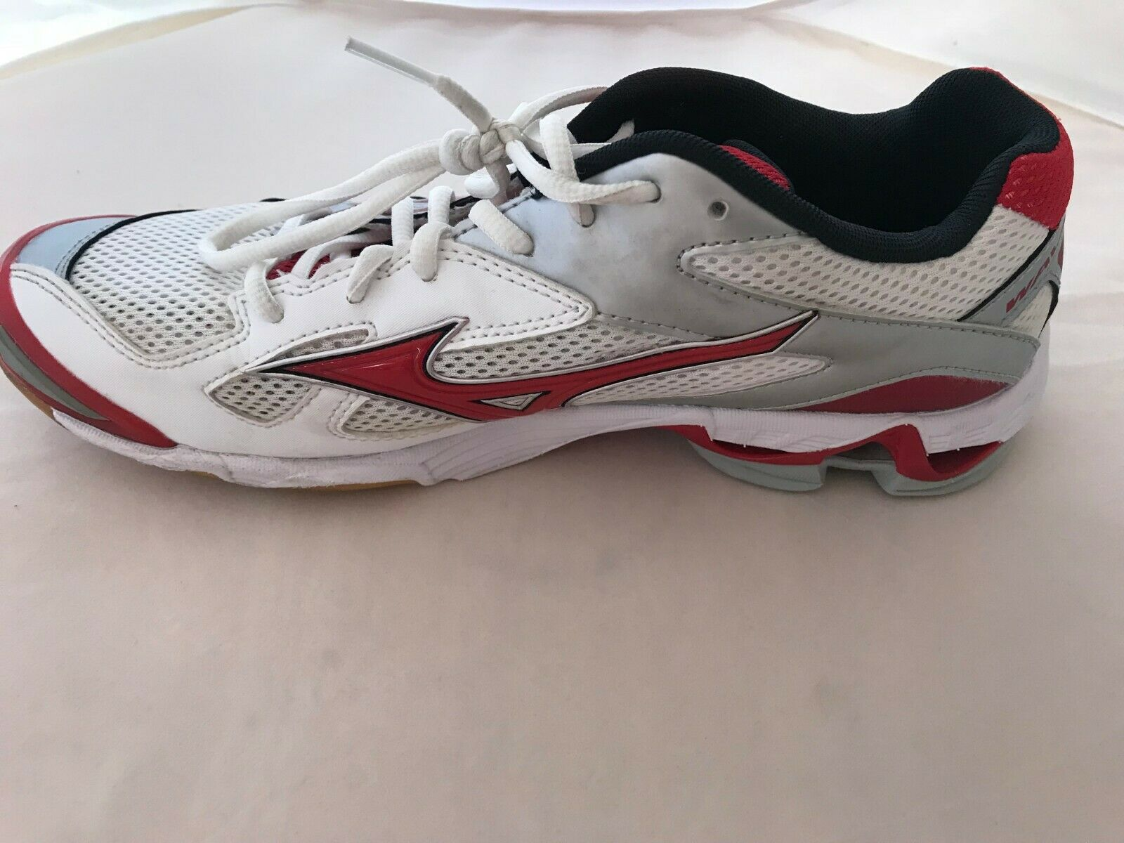 Mizuno Women's Wave Bolt 5 Volleyball shoes, Red White, Size 10.5