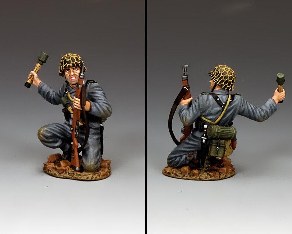 KING & COUNTRY WW2 GERMAN ARMY WH081 KNEELING PANZER GRENADIER MIB