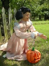 LIFESIZE ANIMATED ATTACKING PUMPKIN CARVING ZOMBIE GIRL HALLOWEEN PROP DISPLAY