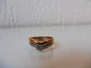 schoner-alter-Ring-333-Gold-Gelb-und-Weisgold-mit-kleinen-Steinen
