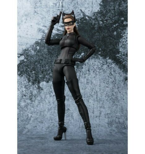 Catwoman Selina Kyle Bandai Figuarts SHF The Dark Knight