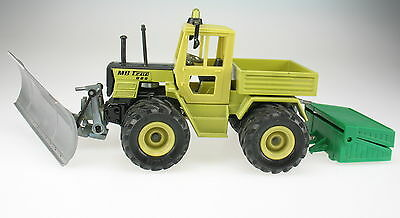 SIKU FARMER 3151 - MB-Trac 800 mit Schneepflug - Mercedes Traktor - 1:32