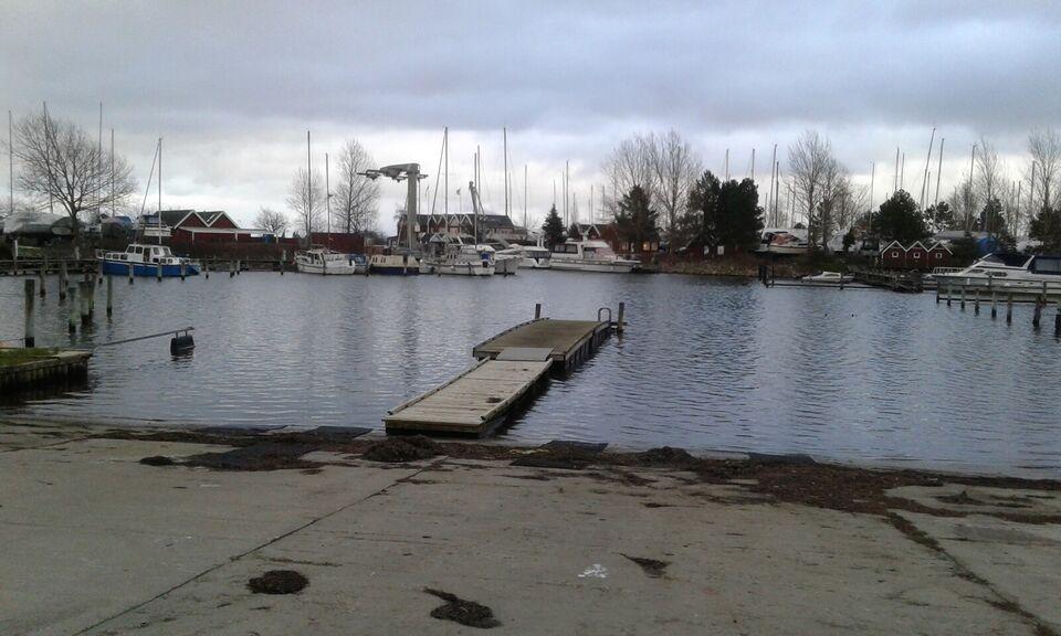 Vallensbæk havn.   Pladsen måler 13m X 3,6m  Ma...