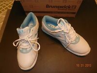 Brunswick -womens 9.5 Med- silk White/light Blue Bowling Shoes -