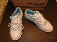 Brunswick -womens 9.5 Med- silk White/light Blue Bowling Shoes -