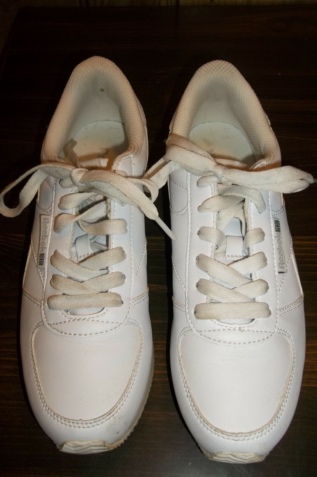 Woman's Reebox White Classic Jogger Sneaker sz - 8 1 2 With Box