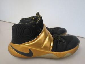 fe04b626d4b4 MENS Nike Zoom Kyrie 2 iD Black Gold 843253-995 SIZE 9.5 W564K