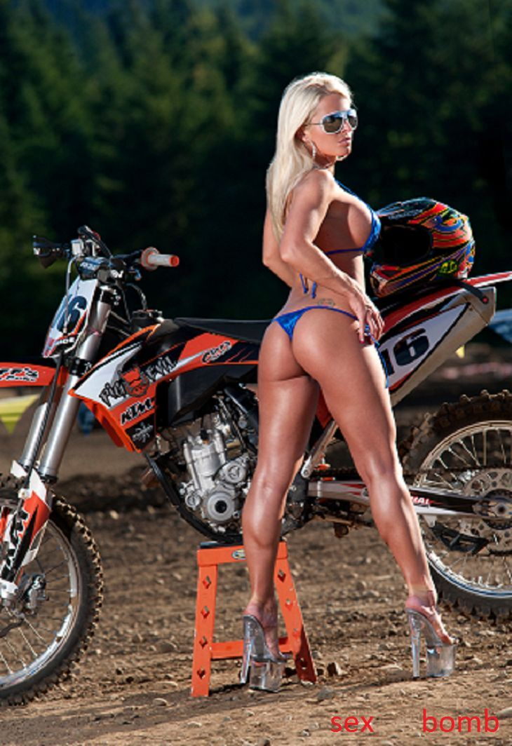 Motocross nude babes — photo 9