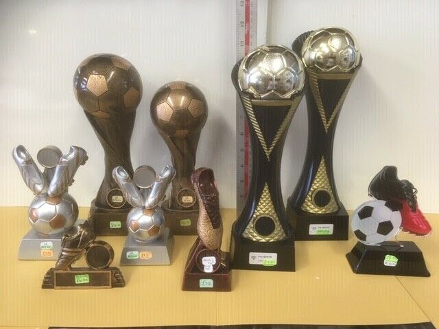 Ocho nuevos trofeos de fútbol  Fútbol y botas de fútbol, rrp.83