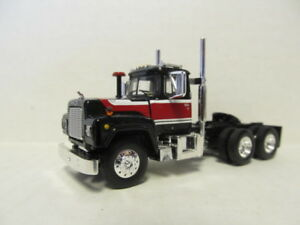 DCP SCALE SLEEPER CAB RED 1ST GEAR 1//64 SCALE R MODEL MACK BLACK /& WHITE