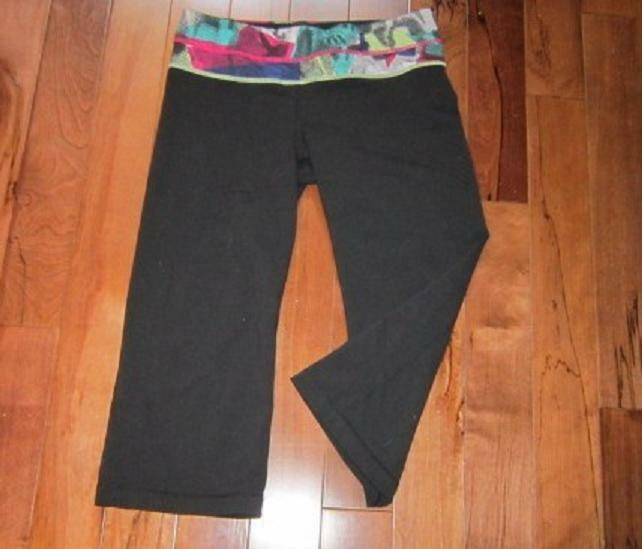 LULULEMON GROOVE CROPS SIZE 8 BLACK WITH MULTI DO… - image 2
