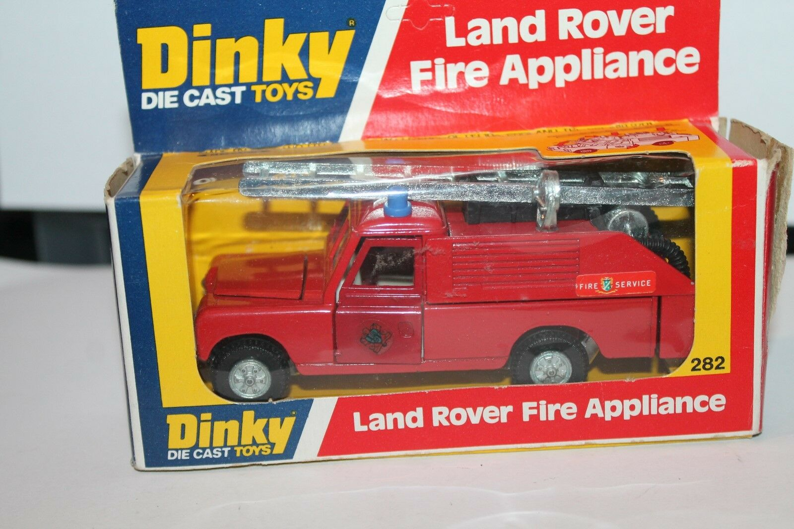 DINKY toys 282  Land rover fire appliance  1 43  OVP