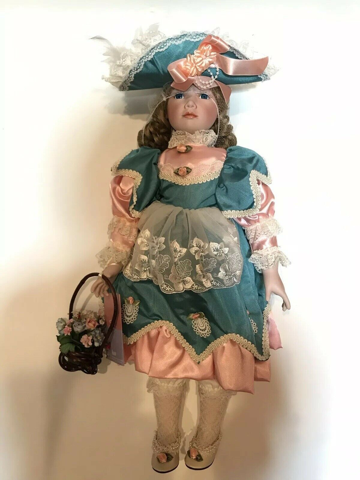 William Tung  Cathy  25  tall porcelain doll 1216 4000 New