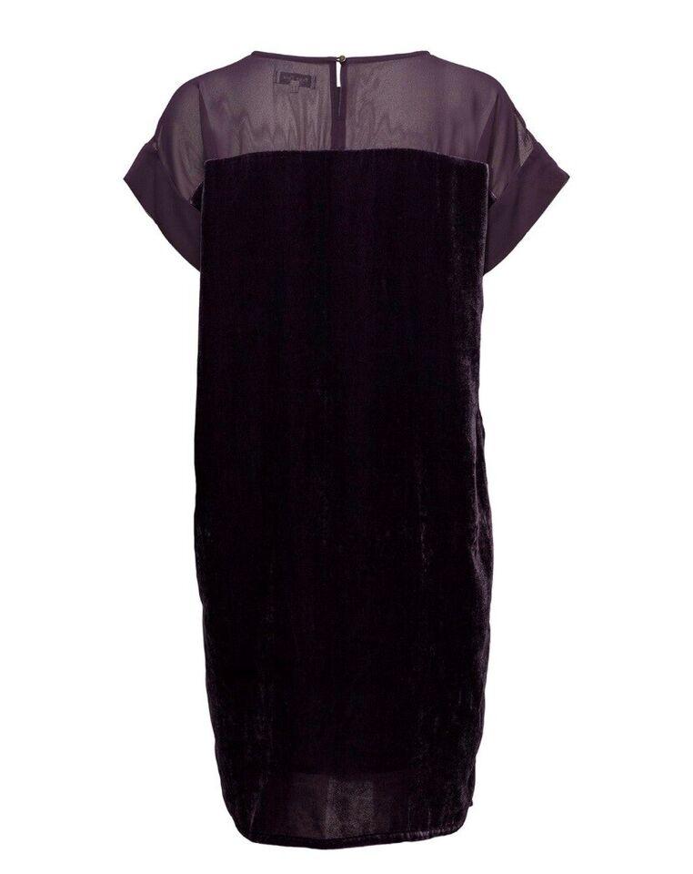 Anden kjole, Part Two, str. M