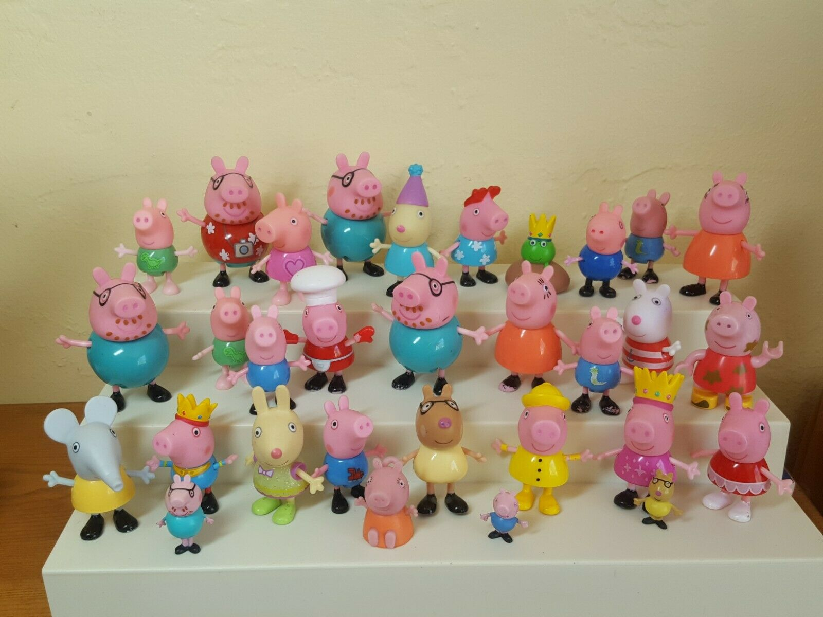 35 Peppa Pig cartoon figures and friends birthday cake topper different sizes