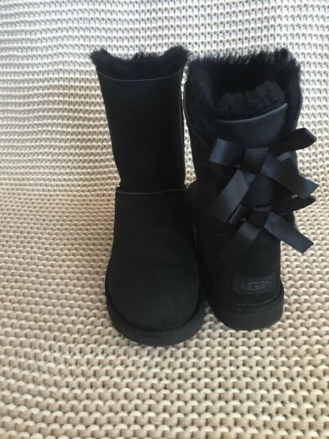 3f071191e7f UGG SHORT BAILEY BOW II BLACK WATER-RESISTANT SUEDE BOOTS SIZE US 8 WOMENS