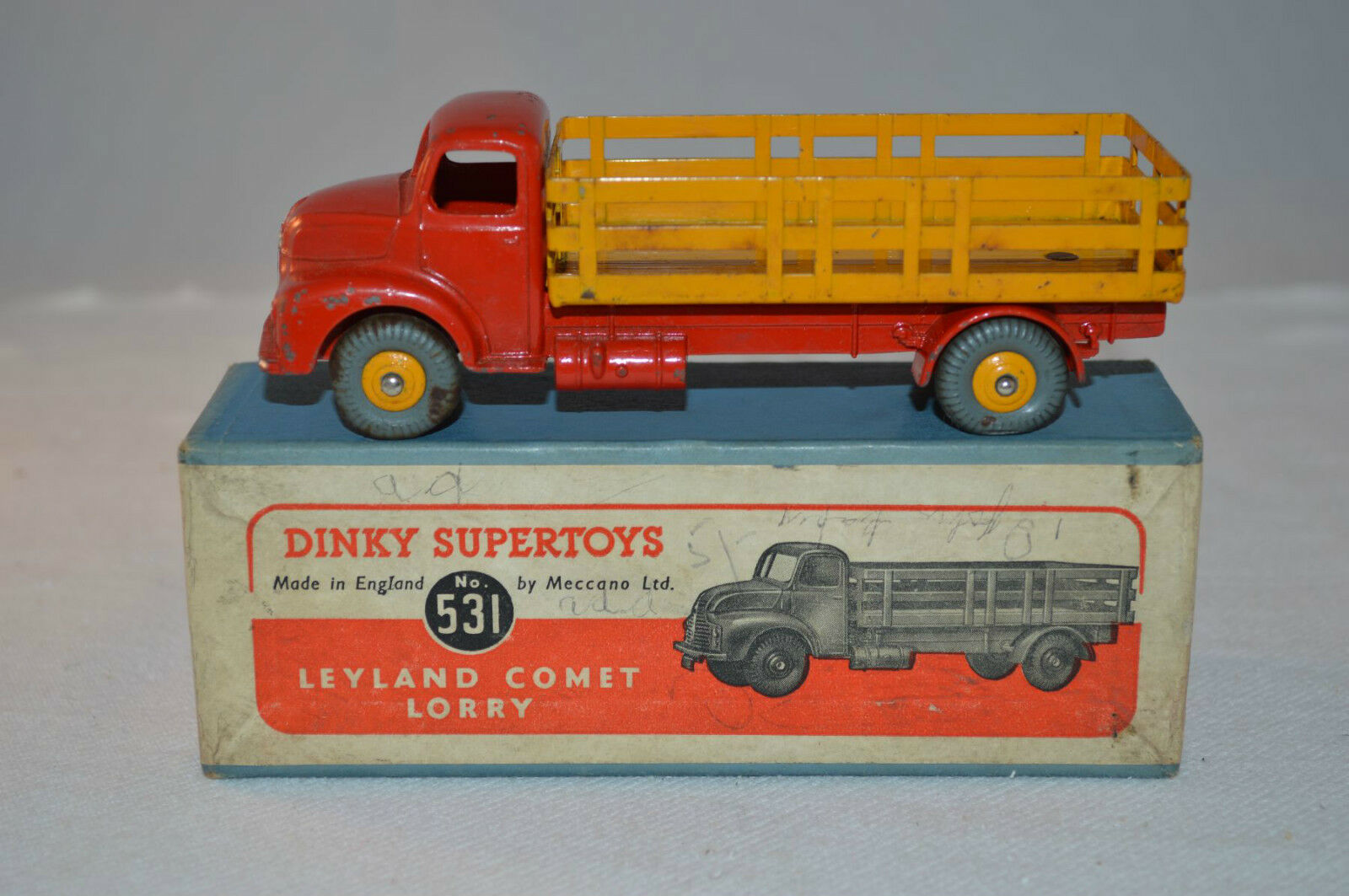 Dinky Toys 531 Leyland Comet Lorry excellent plus in box all original rare Coloreee