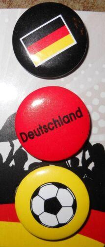 DEUTSCHLAND 3 Buttons á 25 mm Schwarz Rot Gold Outfit zur Fussball WM 2018