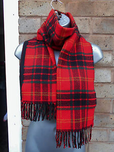 Ladies-women-red-and-black-check-scarf-shawl-neck-wrap-with-a-fringe-winter