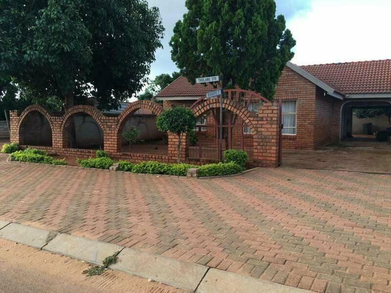 3 Bedroom House for Sale in Extention 17