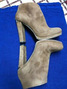 Michael-Kors-Ladies-Boots-Size-and-Fashion-Jewelry-Lot