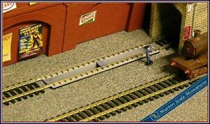 OO-HO-SCALE-LOCO-MAINTENANCE-DEPOT-SHED-INSPECTION-PIT-CODE-75-TRACK-RAILWAY