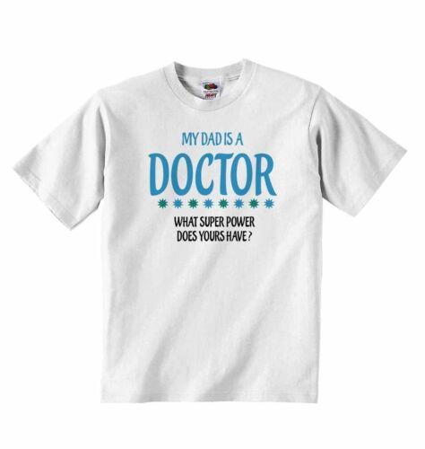 Mon père est un médecin que super pouvoir ne la vôtre ont? bébé t-shirt tees