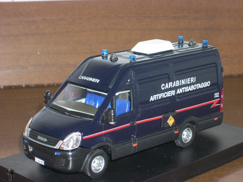 CARABINIERI  POLICE Iveco Daily IV serie artificieri antisabotaggio scala 1 43