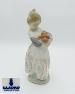 Lladro-Porcelain-Figurine-Girl-with-Apples-Approx-17-0-CM